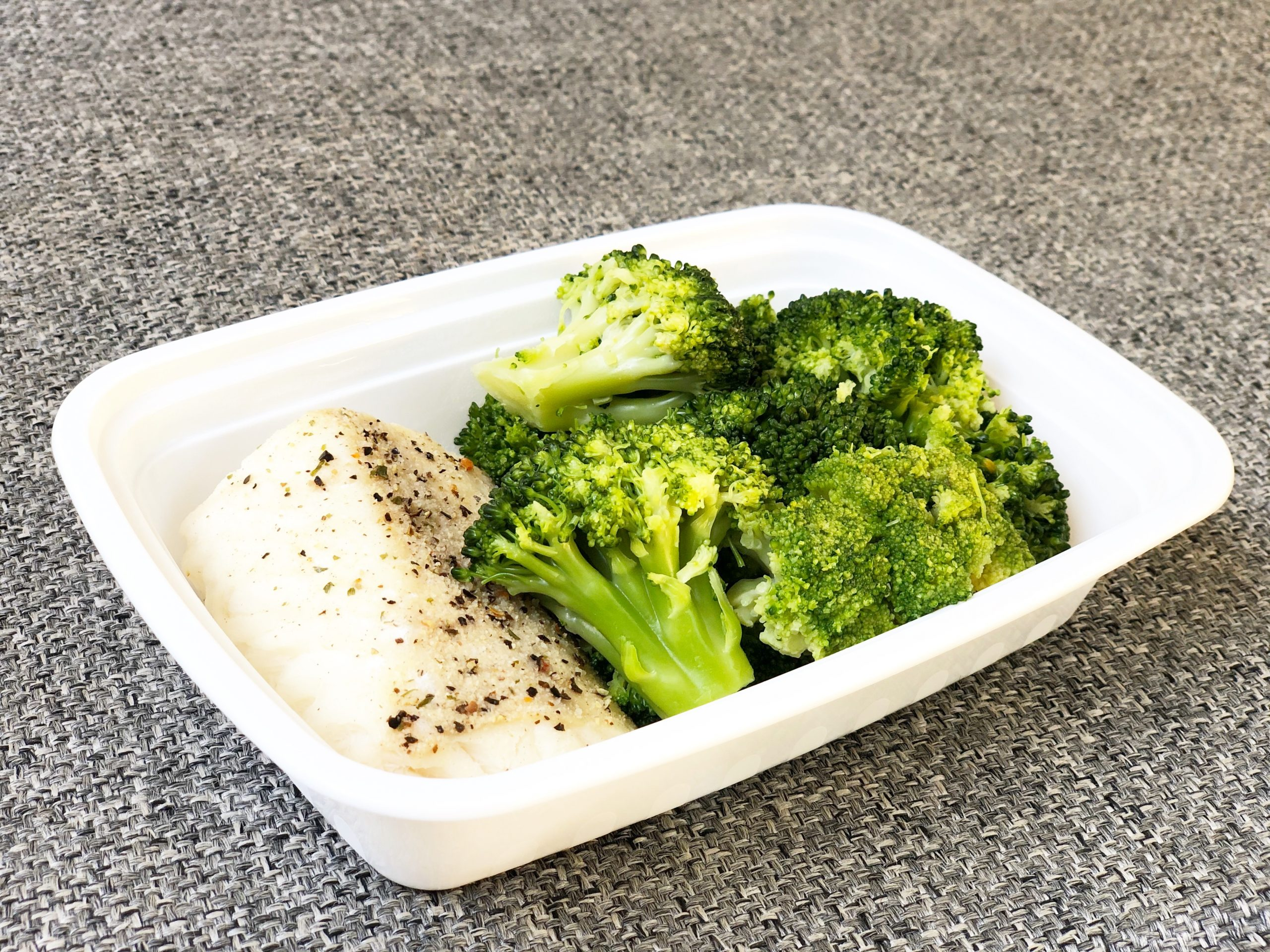 Garlic pepper cod and broccoli