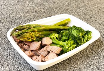 Tenderloin steak, asparagus, broccoli